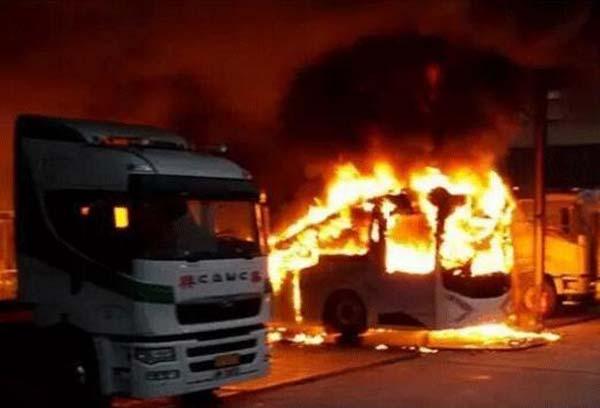 讨论:电巴爆燃于香港,三元电池会否折戟于公交?