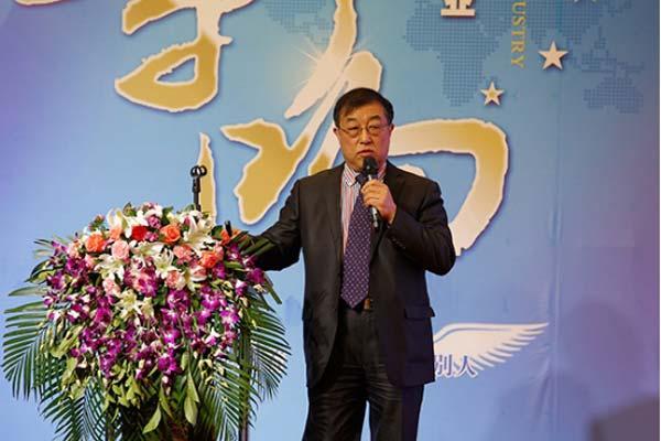 欧科佳公司总经理张小平在论坛上发表演讲