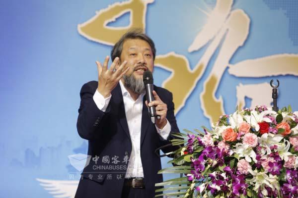 重庆交通大学公共交通学者王健在论坛上演讲