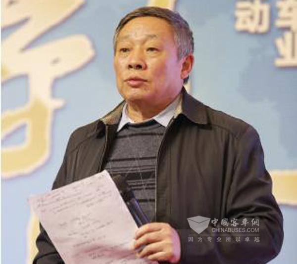 中国公路学会客车分会高级技术顾问裴志浩应邀发表演讲