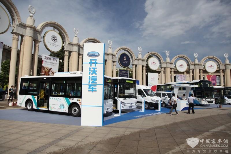 2017北京道路运输展:南京金龙展台