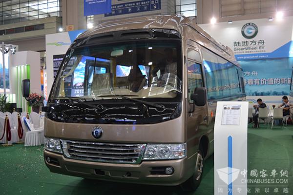 陆地方舟8.3米康和特氢燃料电池客车在深发布