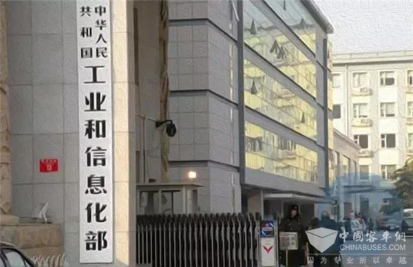 工信部新闻发言人黄利斌:氢燃料电池汽车更适用于长途商用车领域