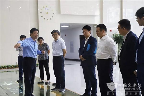 亿华通与东岳集团签订战略合作协议 共推氢燃料电池汽车商业化发展