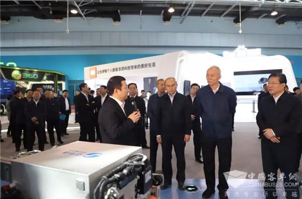 """京津冀协同发展 """"氢""""心助力 党政领导重点视察亿华通氢燃料电池发动机"""
