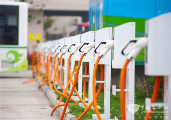 新能源汽车产业高端研讨会 如何判断全年市场形势 需要哪些政策支持?