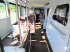 该车设有59个座位,最大承载119人。内饰设计十分高雅,木纹地板白色墙壁软质顶棚。