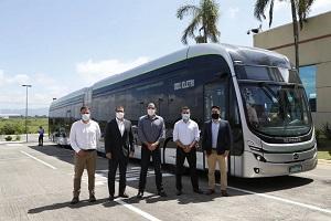 巴西首台本地制造的纯电动铰链式大巴!比亚迪22米纯电动公交亮相
