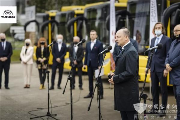 """助阵欧洲低碳出行 波兰首批中国纯电动客车""""宇通造"""""""