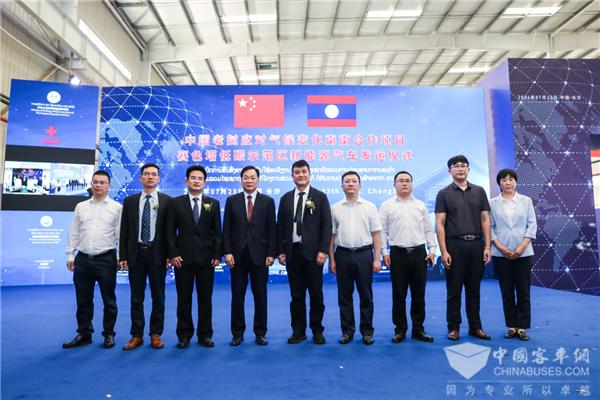 """打造低碳运营示范""""样板"""" 28辆比亚迪新能源车发运老挝万象"""