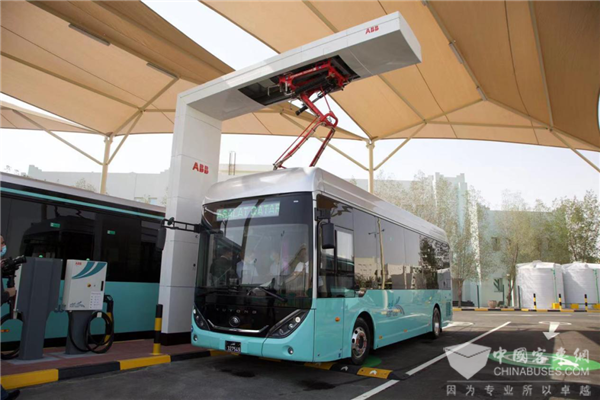 首批中国宇通造卡塔尔世界杯专用电动客车亮相多哈