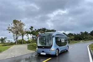 """20余人""""尝鲜""""试乘!国内最先进的单车智能自动无人驾驶巴士"""