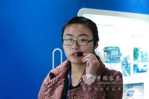南京扬子公交讲解员在展厅就行讲解