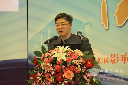 客车网总编吴永强主持影响中国客车业系列论坛活动